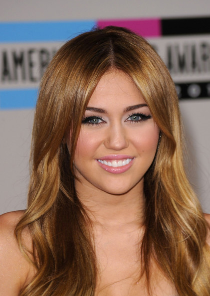 miley cyrus makeup. Miley Cyrus wowed on the red