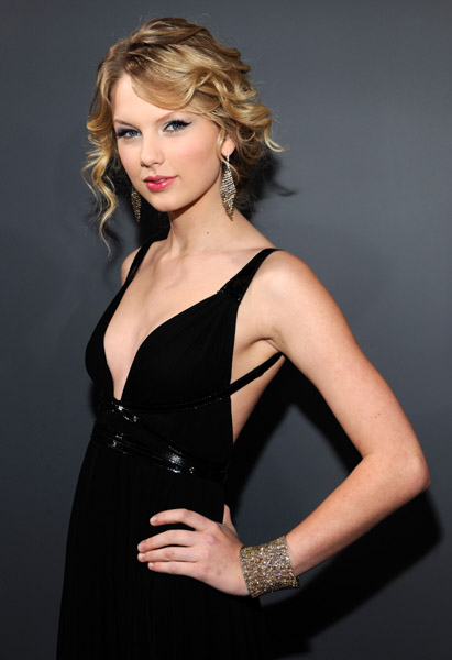 Taylor Swift sophisticated curls