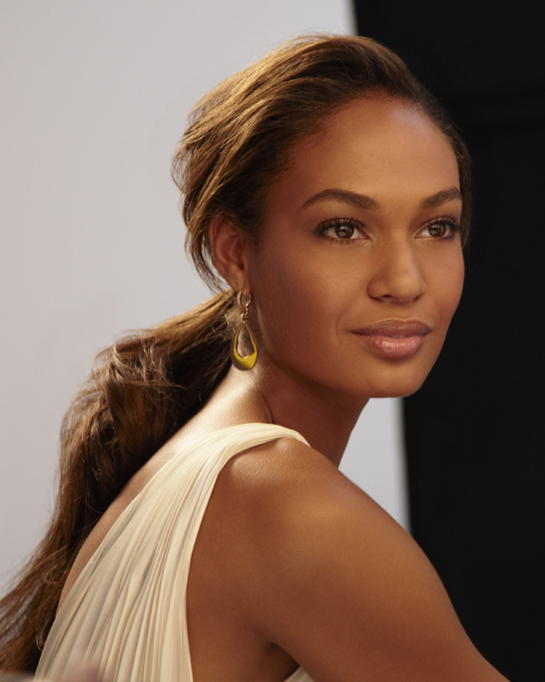 http://talkingmakeup.com/pics2/joan_smalls.jpg
