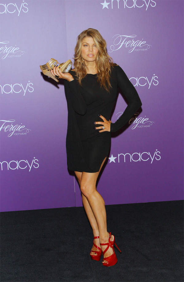 Fergie at Macy\'s Herald Square for Fergie Footwear - Makeup and ...