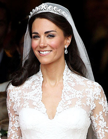 The Focus Of This Style Was Kate Middletons Gorgeous Tiara Which Set Just Back From Hairline Hair Swept Away Kates Face While Height
