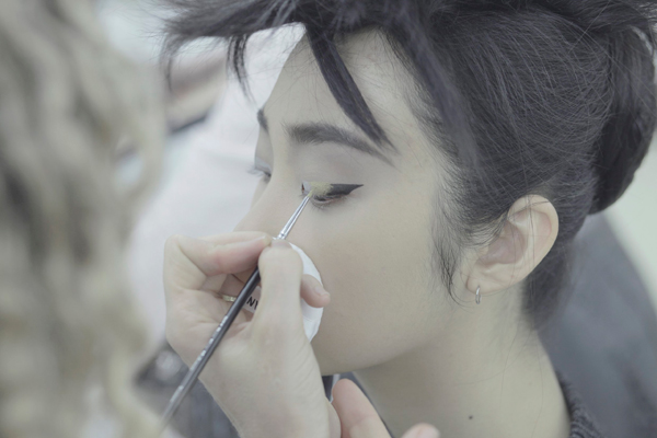 CHANEL 2014-2015 Fall-Winter Haute Couture Show Backstage Makeup