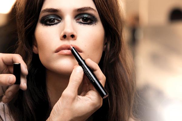 CHANEL 2016 Paris in Rome Métiers d'Art Show Backstage Makeup