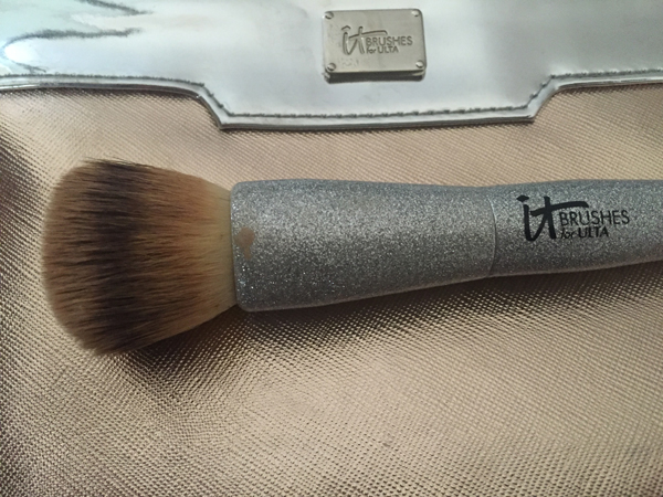 It Cosmetics Radiant Foundation Brush