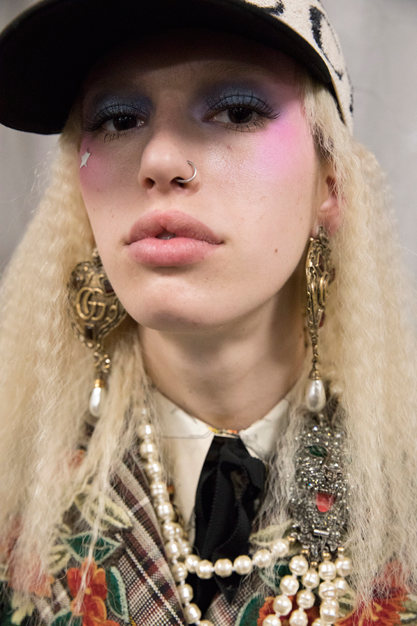 GUCCI Backstage Beauty Runway Report - Fall Winter 2017-2018. Look 1.