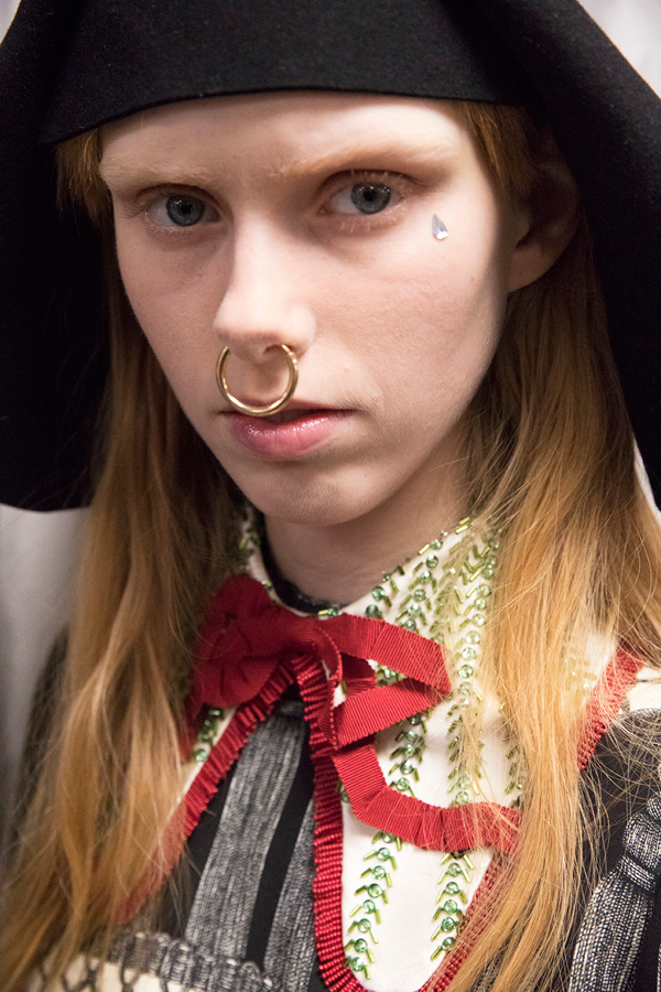 GUCCI Backstage Beauty Runway Report - Fall Winter 2017-2018. Look 2.