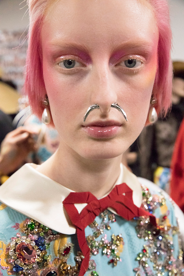 GUCCI Backstage Beauty Runway Report - Fall Winter 2017-2018. Look 3.